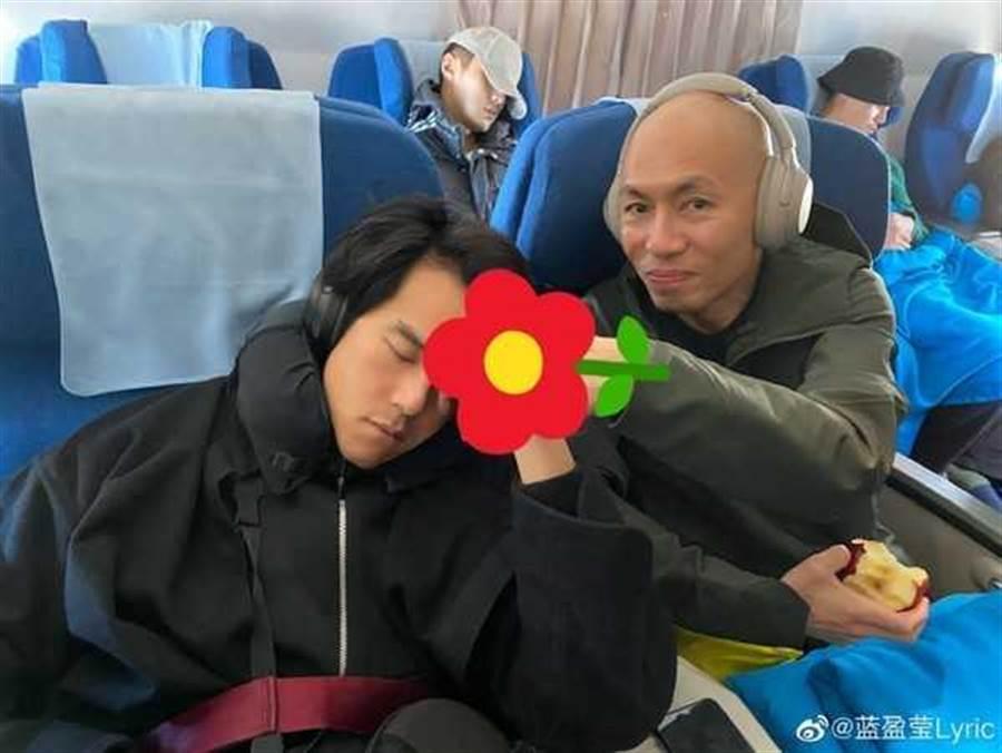 彭于晏被出賣熟睡醜照。(圖/翻攝自微博)
