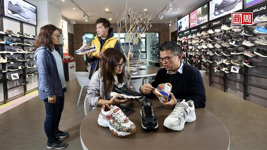 押寶老爹鞋,讓Skechers變成時下年輕女生的最愛, 助攻股價攀高。(攝影者.楊文財)