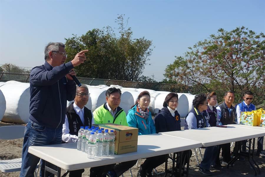 鎮民代表程進森(左一)呼籲縣長張麗善(右五)勿再如民進黨兩任縣長面對垃圾問題鴕鳥心態。(周麗蘭攝)