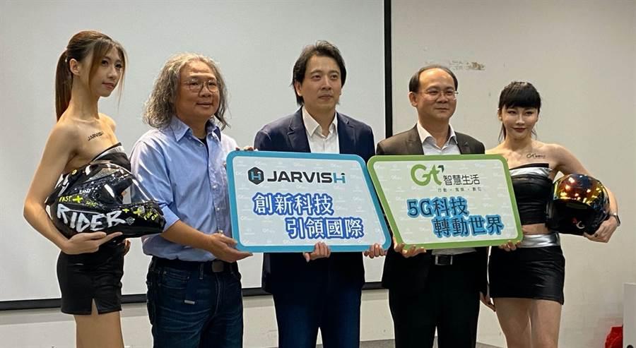 亞太電信攜手新創JARVISH推出三款智慧安全帽。(黃慧雯攝)