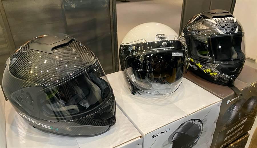 三款JARVISH智慧安全帽,左起為Angelo X、VINTAGE Plus以及JAVISH X。(黃慧雯攝)