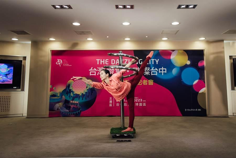 「極至體能舞蹈團」的編創舞蹈《聚光》演出相當精采,令人驚嘆。(林欣儀攝)