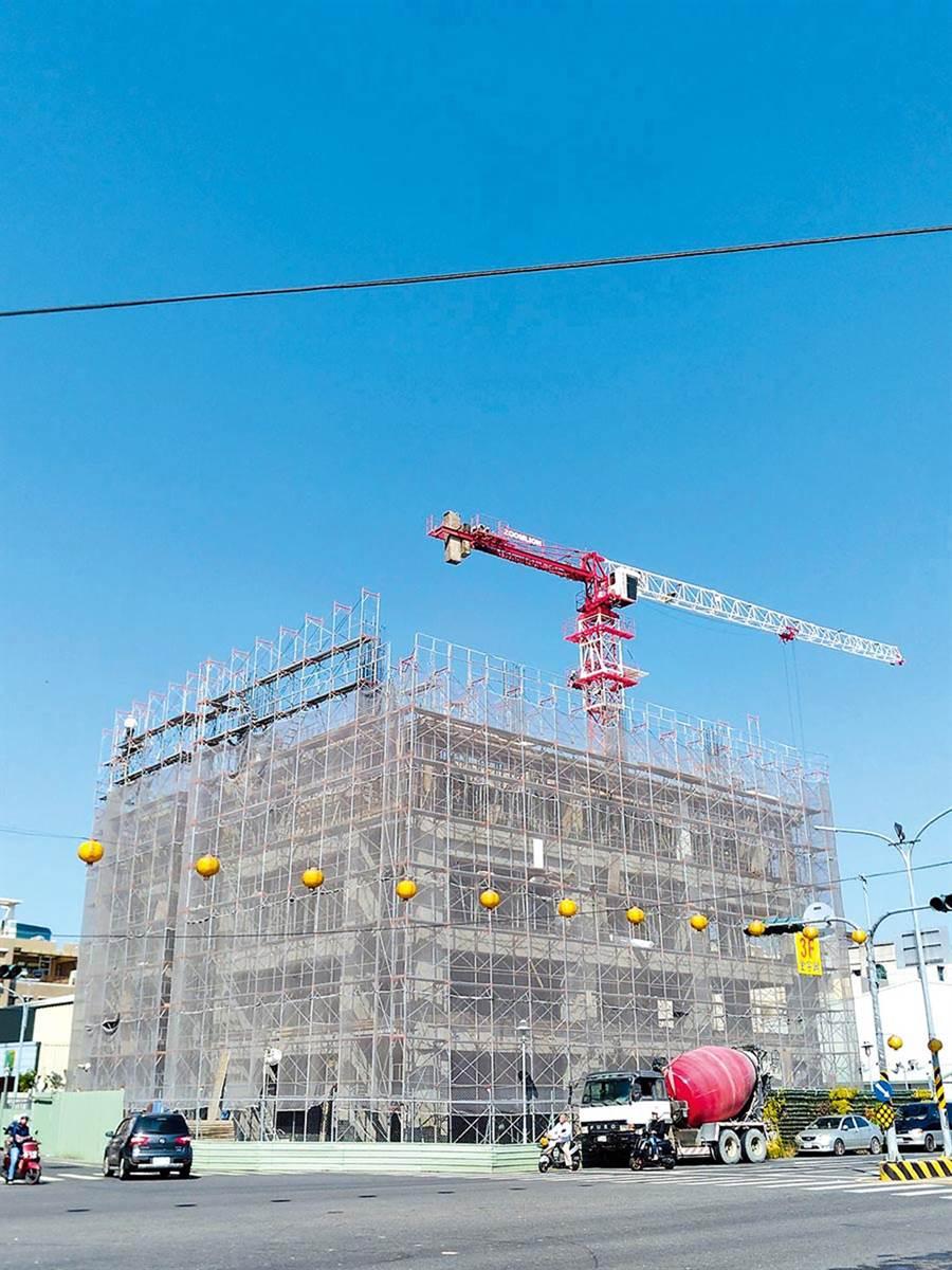 台南市維冠金龍大樓因南台大地震倒塌後,現址原地正在重建中。(本報資料照片)