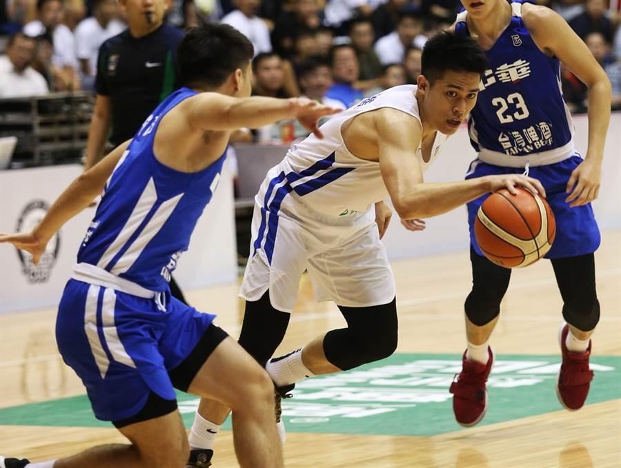 目前效力廣州龍獅的陳盈駿,即將返台加入中華男籃培訓隊集訓。(中華籃協提供/黃及人台北傳真)