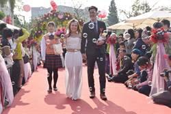 嘉市集團結婚 55對新人浪漫步紅毯