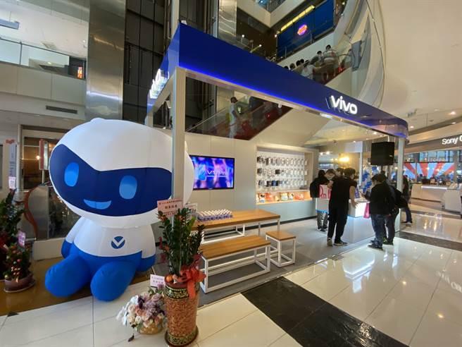 vivo 高雄夢時代體驗店18日正式開幕。(黃慧雯攝)