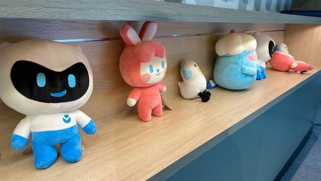 vivo V.Friends吉祥物,購機若有贈送將隨機抽出。左起為VIGO、ZOEY、DD以及JEEK。(黃慧雯攝)