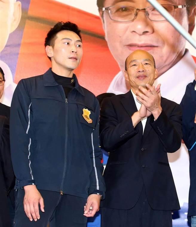 保六總隊警官林政宏(左),因被網友認為外型酷似影星吳彥祖,被封為「特勤吳彥祖」,在韓國瑜競選期間擔任維安人員爆紅。(圖/本報系資料照)