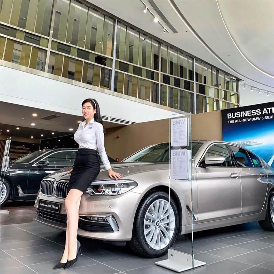 Lý Huỳnh Thanh Thảo在BMW展示間。(照片來源:Lý Huỳnh Thanh Thảo 臉書)