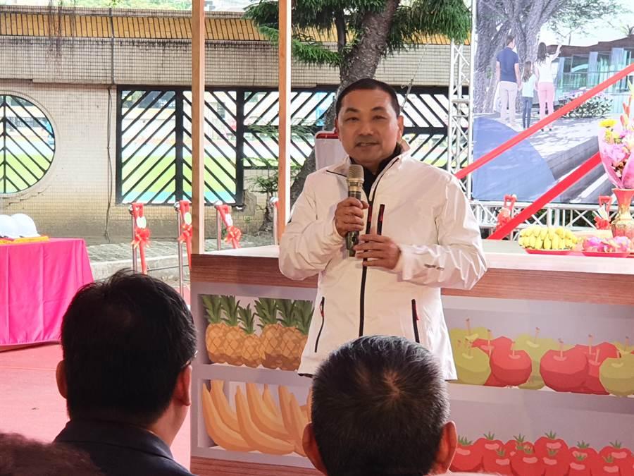 新北市長侯友宜今(18日)表示,李乾龍已經盡心盡力,自己也一直勸他不要辭。(葉書宏攝)