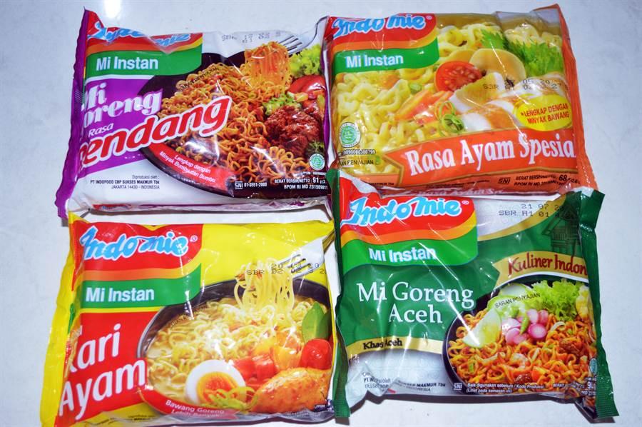 這一款泡麵其實叫「營多麵(Indomie)」,還有沙嗲炒麵、青檸牛肉風味湯麵、咖哩雞風味湯麵等各種口味(圖/達志影像)