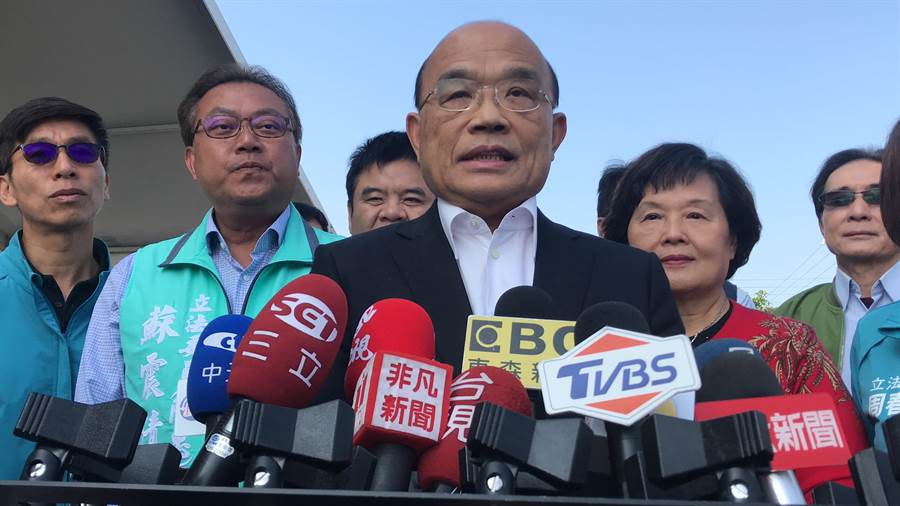 蘇貞昌出席「2020屏東熱帶博覽會」開幕儀式前,接受媒體聯訪時指出,關於高雄市長罷免案經費不足部分,若有需要,中選會自然會考量。(謝佳潾攝)