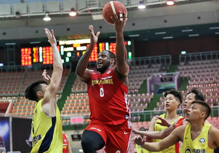上周獲選MVP的台銀洋將米歇爾,此役貢獻20分、15籃板。(中華籃協提供/黃及人桃園傳真)