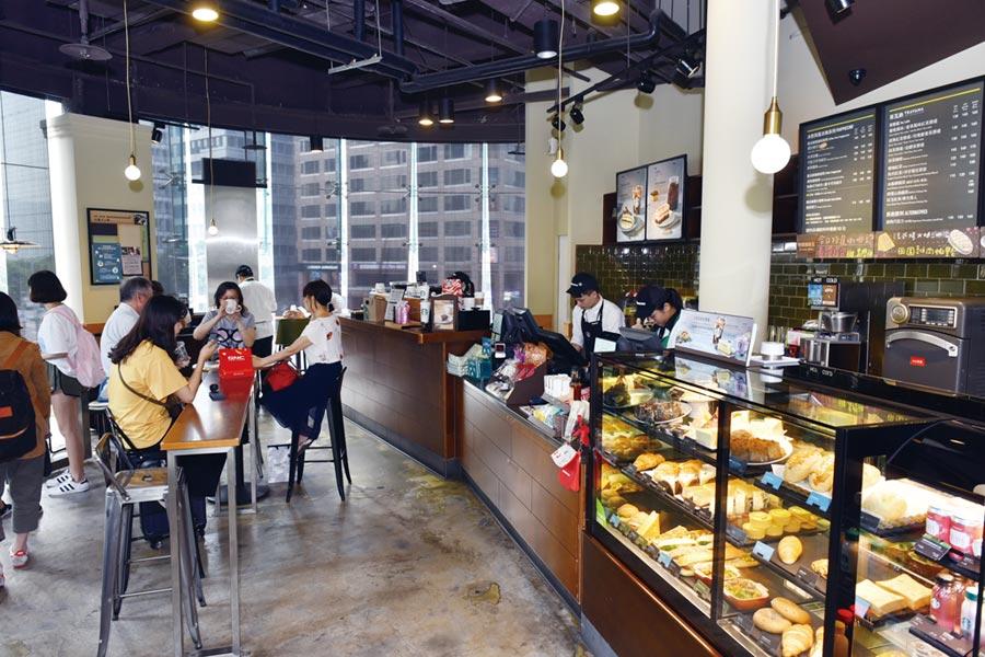 星巴克提供獨特空間氛圍,讓喝咖啡成為享受。圖/顏謙隆