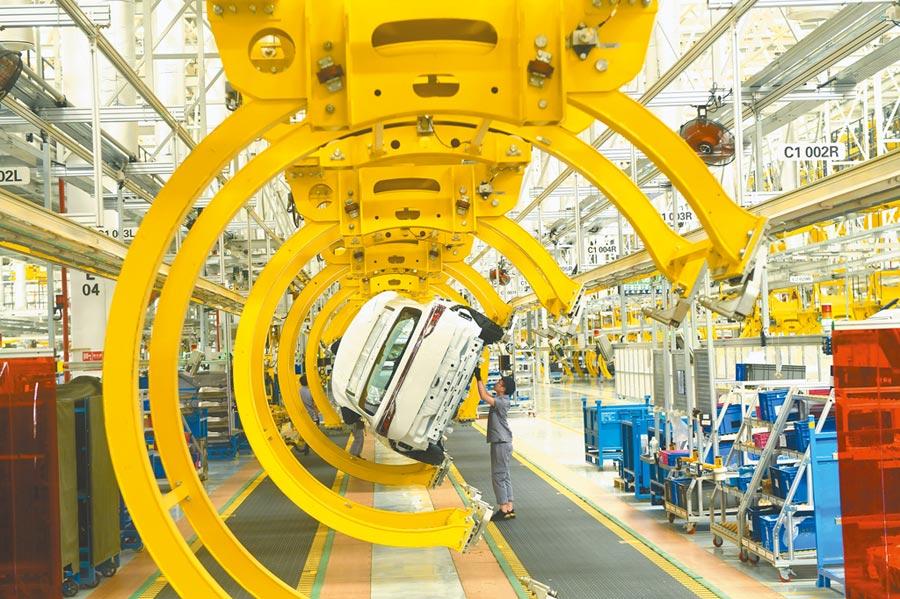 2019年全大陸規模以上工業增加值比2018年增長5.7%。圖為重慶一汽車總裝工廠。(中新社資料照片)