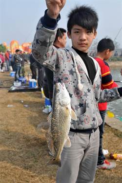 金門水試所春節開放釣魚 祝福鄉親年年有餘