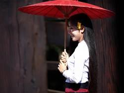 為何緬甸美女愛將長髮留到地 神秘原因曝光