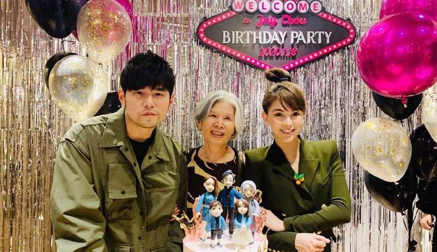 周杰倫慶41歲生日,合照媽媽葉惠美站中間。(圖/翻攝自IG)