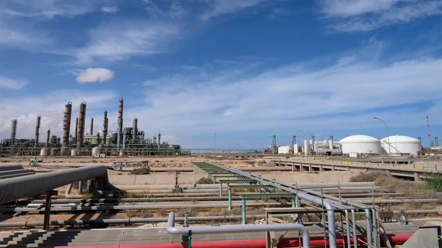 利比亞拉斯拉努夫石油設備(Ra's Lanuf),是利比亞最大的石油輸出樞紐。(圖/路透社)