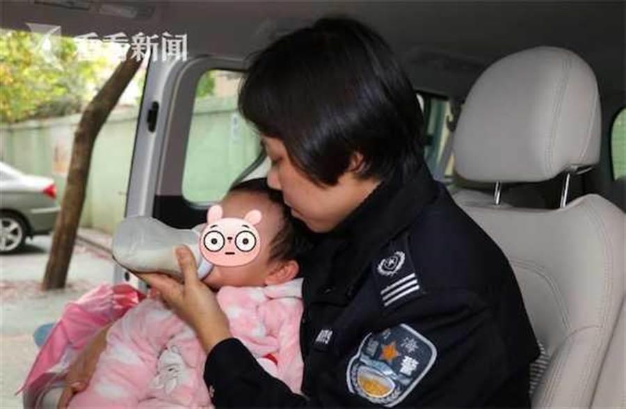 廣東佛山警察接獲報案照顧女幼童。(圖/看看新聞)