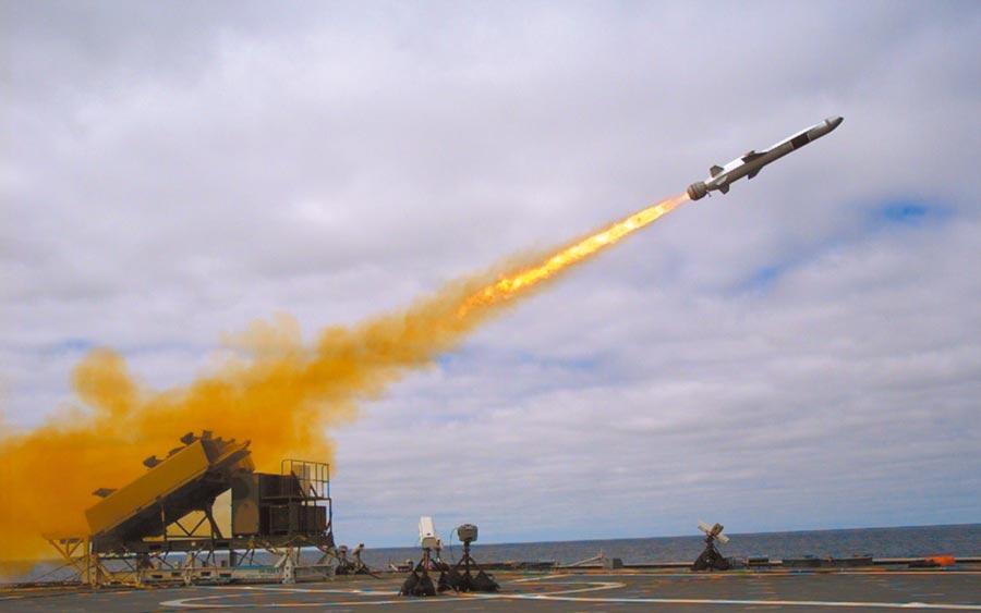 美國海軍新型「海軍打擊飛彈」。(取自雷神公司官網)