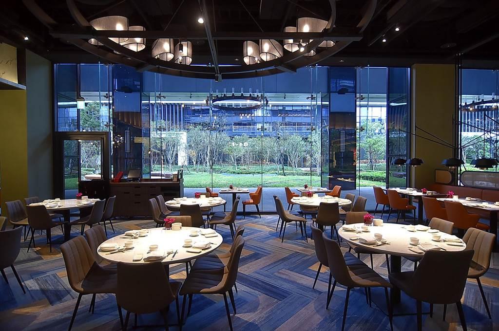 欣葉國際餐飲集團新創〈欣葉.鐘菜〉品牌,開在台北大直萬豪酒店〈中城廣場〉的新餐廳在農曆年前已開始試營運。(圖/姚舜)