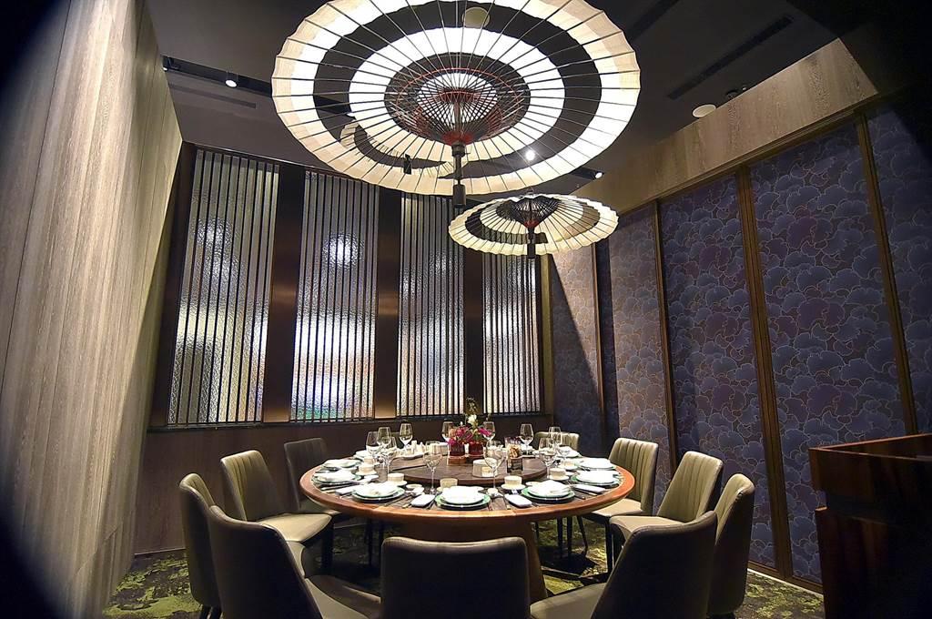 〈欣葉.鐘菜〉餐廳有多間包廂,且每間裝潢設計有不同風格。(圖/姚舜)