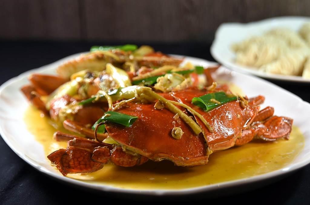 用台灣傳統豆醬提味的〈豆醬處女蟳〉是欣葉集團研發的新台菜,在〈欣葉.鐘菜〉餐廳菜單上有這道菜。(圖/姚舜)