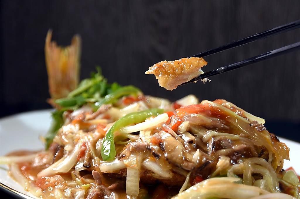 〈欣葉.鐘菜〉餐廳的〈五柳赤鯮〉,五柳醬的酸甜比例抓得適口,赤鯮魚的肉質細緻。(圖/姚舜)