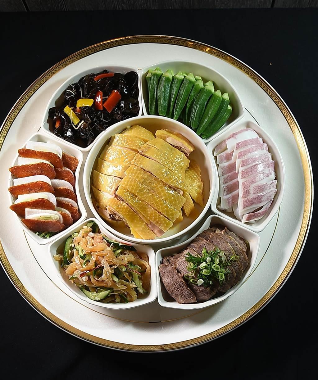 大直〈欣葉.鐘菜〉的冷菜拼盤有很多選項,其中最豐盛的是由7種冷菜共構的〈七仙女〉。(圖/姚舜)