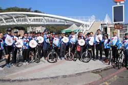 高雄教育局騎單車跨海反毒 宣導學生寒假安全事宜