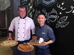 英、台組合賣披薩、咖啡 不怕跟台南小吃競爭