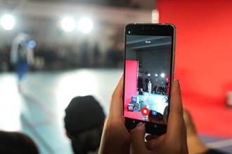 《通信網路》宏達電攜鬼才設計師ANGUS CHIANG,風靡巴黎時裝周