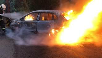 特斯拉罕見起火 消防員曝搶救電動車過程