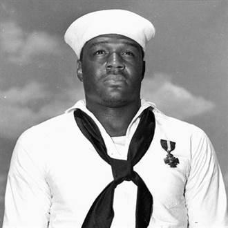 美新航母將以珍珠港事件英勇非裔水兵命名