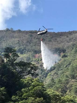 陸航直升機支援臺中東勢林班地空中滅火