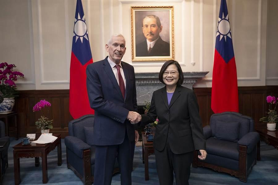 2019年10月16日,蔡英文總統在總統府接見美國在台協會主席莫健(James Moriarty)。(總統府提供)