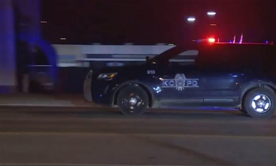 密蘇里州堪薩斯城的酒吧發生2死15傷的槍擊案,槍手已死,動機還需調查。(圖/美聯社)