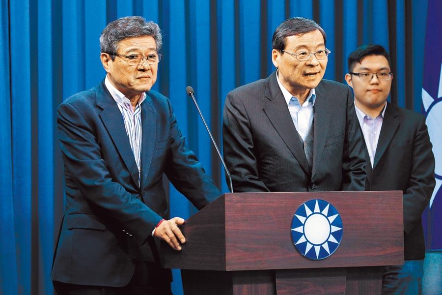 國民黨代理黨主席林榮德(左)