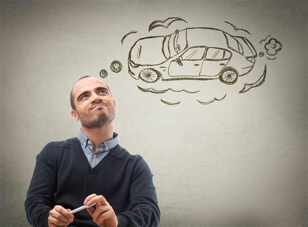 理財專家:別花大錢買車,建議相關支出不可超過年收入十分之一。(圖/達志影像/shutterstock提供)