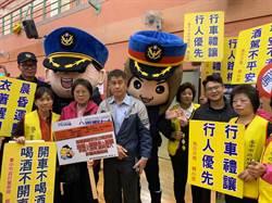 烏日分局名家揮毫賀新春 宣導犯罪預防及交通安全