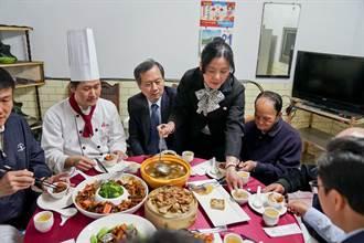 中榮攜手台中福華 用五星年菜溫暖獨居榮民