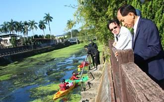 暨大划船隊當河川環保志工 划船清理排洪道大量飄浮的垃圾