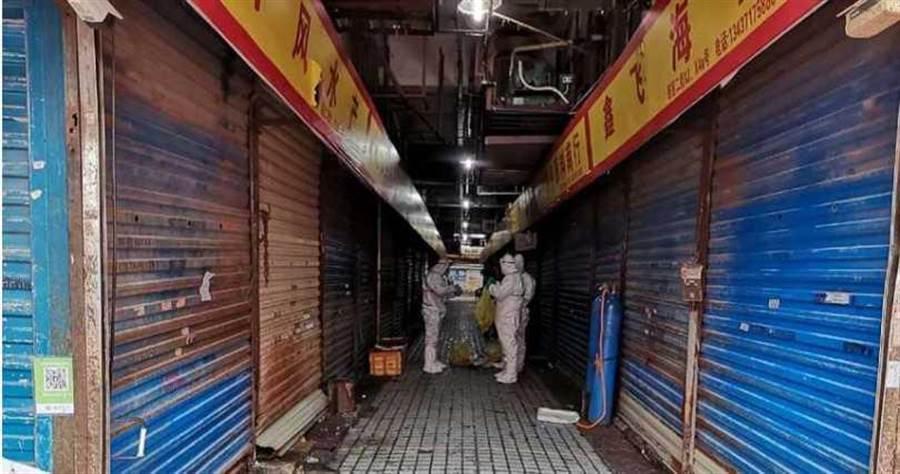 武漢華南海鮮市場,被懷疑是這波肺炎的源頭。(圖/原来是念初吖微博)