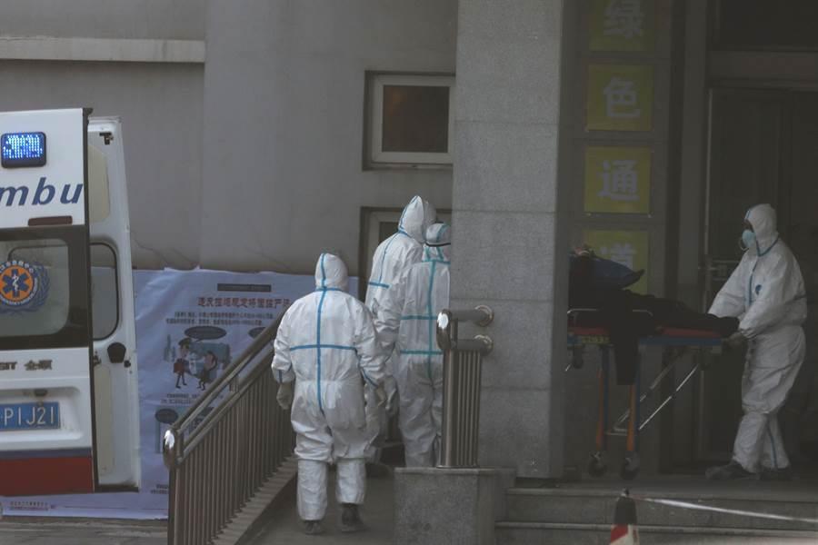 大陸武漢新型冠狀病毒肺炎於兩日內全球暴增,引發恐慌。(圖/美聯社)