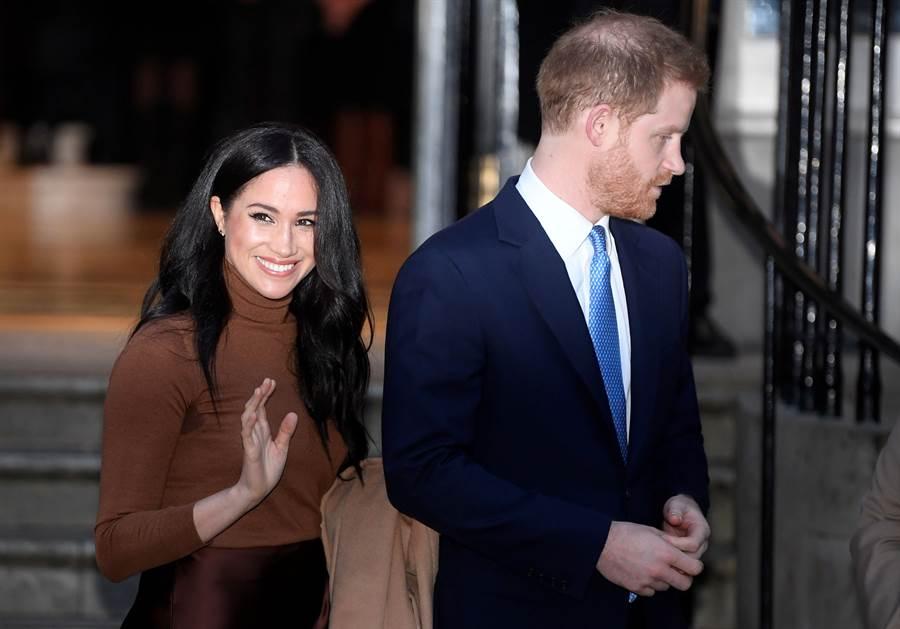 梅根與夫婿哈利王子7日離開加拿大駐倫敦高級專員公署「加拿大之家」(Canada House)的神情。(路透)