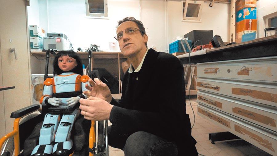人工智慧機器人目前也應用至居家照護。(新北市政府文化局提供/王寶兒新北傳真)