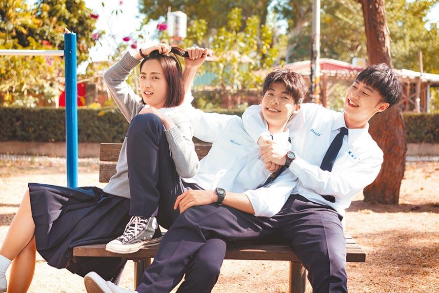 《想見你》主要演員,柯佳嬿(左起)、許光漢、施柏宇。(中視提供)