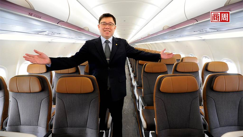 張國煒的首架飛機,以大地暖色系打造家的舒適感。(攝影者.程思迪/商周提供)