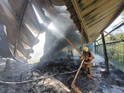 南化鐵皮屋火警 農用倉庫燒光光